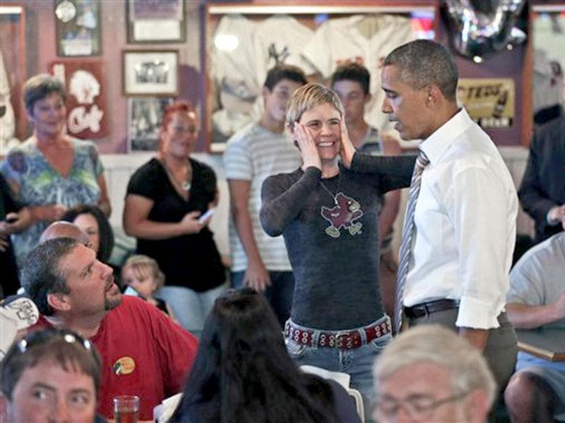 A local patron reacts to seeing US President Barack Obama during his unannounced visit at Bob Roe's Point After Pizza in Sioux City, Iowa. AP Photo/Pablo Martinez Monsivais