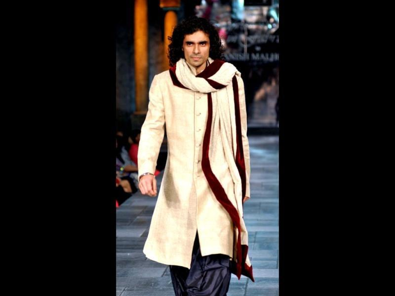 Imtiaz Ali walks at the fashion show for The Mijwan Welfare Society. (Photo: AFP)