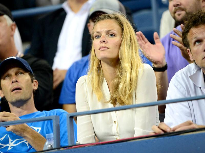 US Andy Roddick's girlfriend Brooklyn Decker watches him play against Argentina's Juan Martin Del Potro during their 2012 US Open men's singles match at the USTA Billie Jean King National Tennis Center in New York. (AFP Photo)