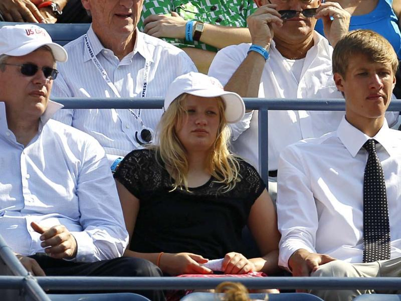Canadian Prime Minister Stephen Harper (L), daughter Rachel and son Ben watch the US Open tennis tournament in New York. (Reuters/Jessica Rinaldi)