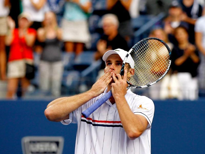 Andy Roddick of the United States waves to the crowd after losing to Juan Martin Del Potro of Argentina during their men's singles fourth round match on day ten of the 2012 US Open at the USTA Billie Jean King National Tennis Center. Mike Stobe/Getty Images/AFP