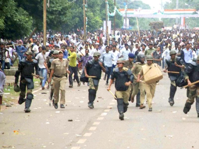 Congress workers clash with the police during a protest over coal blocks allocation in Bhubaneswar. (PTI photo)
