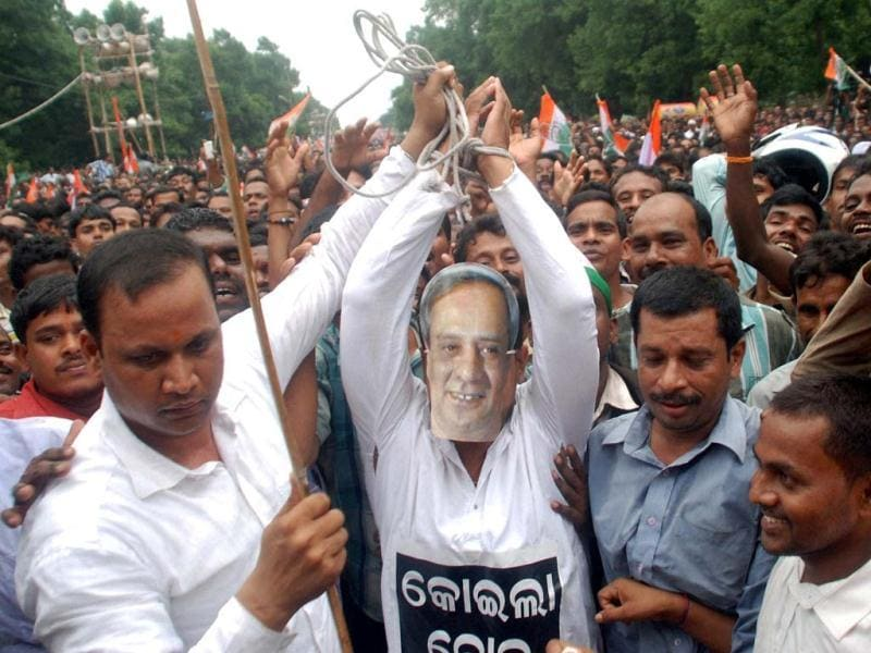 Congress workers with a man wearing mask of Odisha chief minister Naveen Patnaik during a protest over coal blocks allocation in Bhubaneswar.(PTI photo)