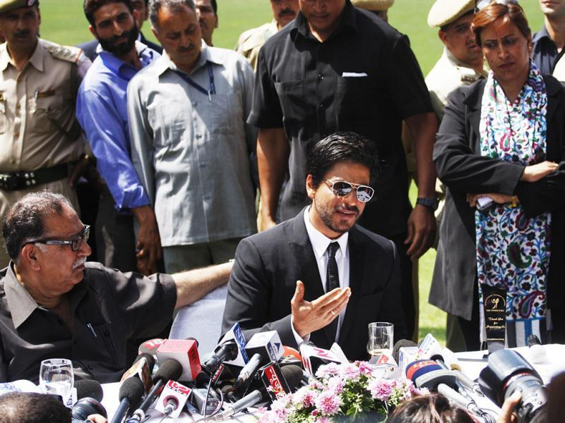 SRK talks about his latest YRF film during the press conference. (Waseem Andrabi /Hindustan Times)