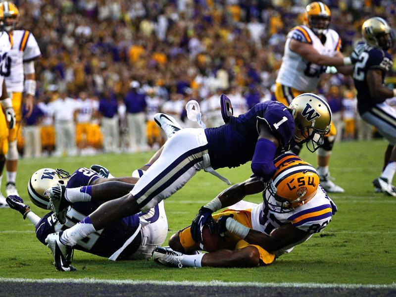 Washington Huskies safety Sean Parker forces an incomplete pass against LSU Tigers wide receiver James Wright during the first half of their NCAA football game in Baton Rouge, Louisiana. Reuters/Jonathan Bachman