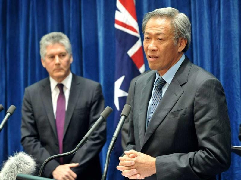 Singapore Defence Minister Ng Eng Hen (R) speaks as Australian Defence Minister Stephen Smith (L) listens during a press conference at Parliament House in Canberra. The group were gathered for the 7th Singapore-Australian Joint Ministerial Committee.  AFP PHOTO / Mark GRAHAM