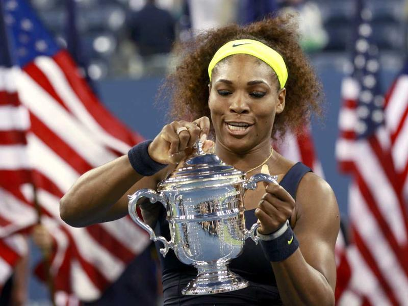 Serena Williams of the US holds with her trophy after defeating Victoria Azarenka of Belarus in their women's singles finals match at the US Open tennis tournament in New York. (Reuters/Kevin Lamarque)