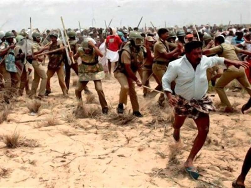 Activists of People's Movement Against Nuclear Energy (PMANE) clash with the police near Kudankulam Nuclear Power Project (KNPP) during a protest in Tirunelveli district. SP Udayakumar, convenor of People's Movement Against Nuclear Energy (PMANE), claims that