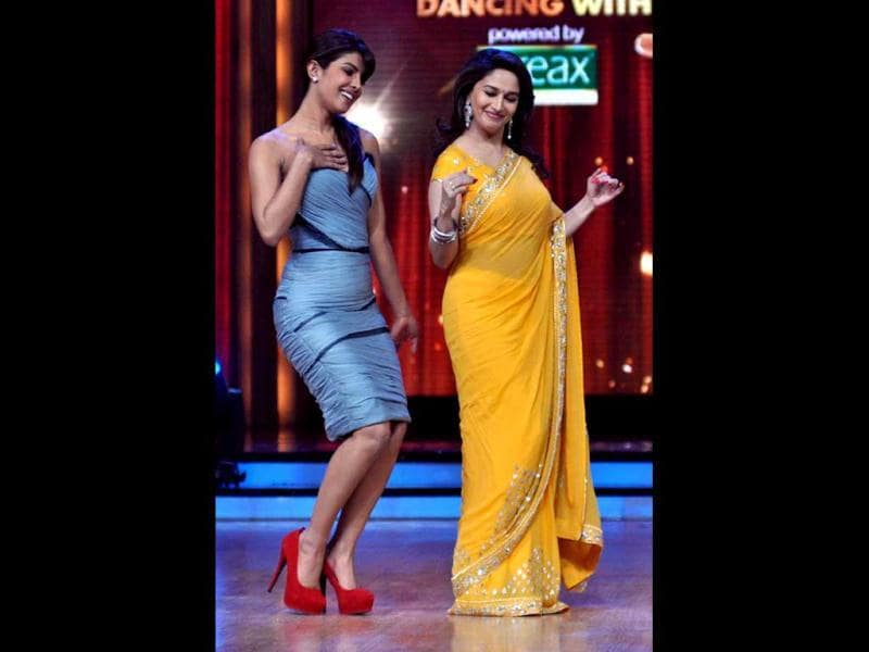 Priyanka Chopra dances with celebrity judge Madhuri Dixit during Barfi! promotions on Jhalak Dikhla Jaa. (Photo: AFP)