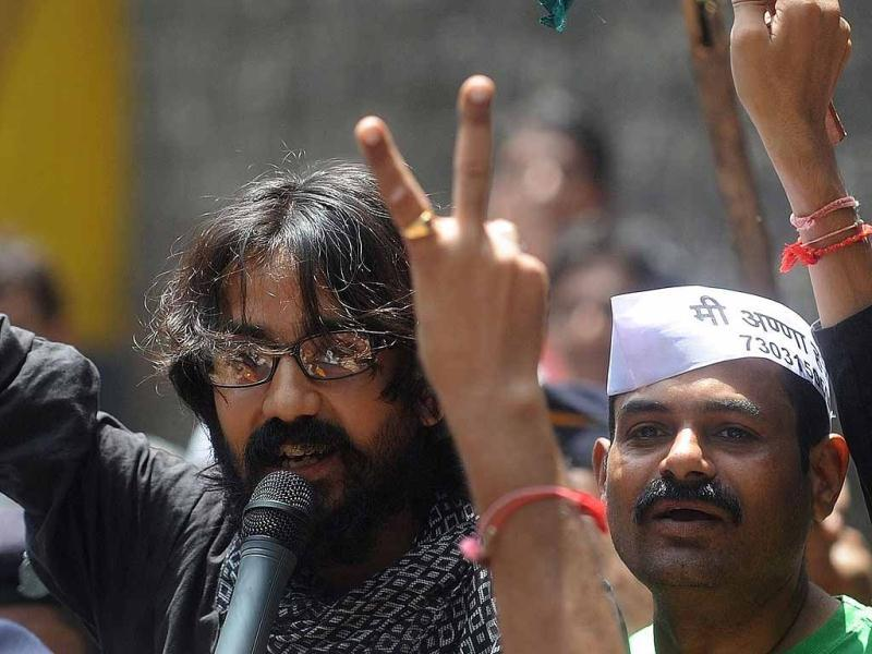 Cartoonist Aseem Trivedi speaks with the media after being released from Arthur Road Jail in Mumbai. AFP Photo