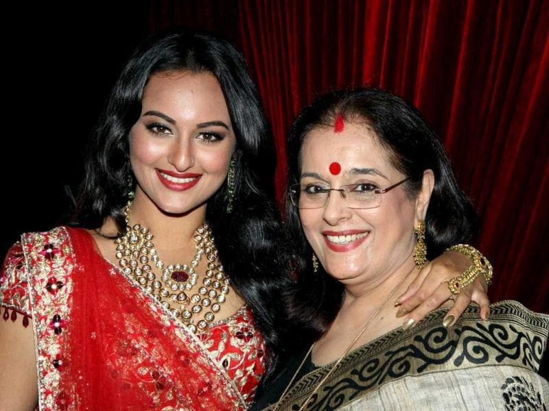 Sonakshi poses with mom Poonam Sinha, who was present at the event to cheer her daughter on.