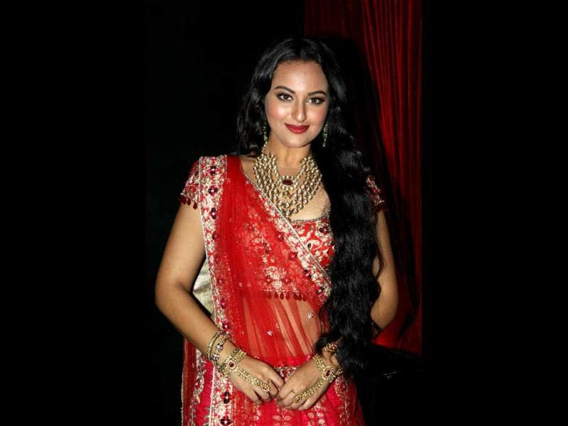 Dressed like a bride, Sonakshi Sinha was seen in a red bridal lehenga-choli with heavy goldwork and gold and kundan jewellery to go with it.