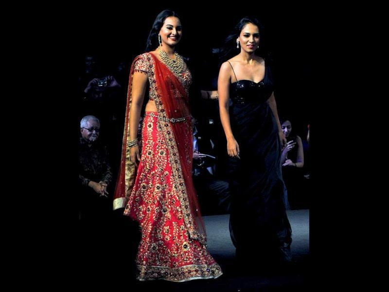 Sonakshi Sinha looked gorgeous as she showcased a creation by Indian designer Jyotsna Tiwari on day two of the Aamby Valley India Bridal Fashion Week 2012 in Mumbai.