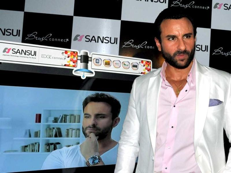 Saif's entry was a surprise and part of a live advertisement for Sansui's TV commercial for brush series.