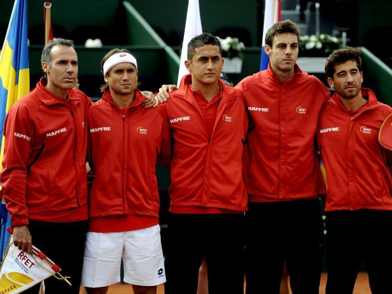 Spain's team captian Alex Corretja and players David Ferrer, Nicolas Almagro, Marcel Granollers and Marc Lopez pose before the first match of the Davis Cup semi-final Spain vs USA at the Hermanos Castro park court in Gijon, northern Spain, on September 14, 2012. AFP Photo