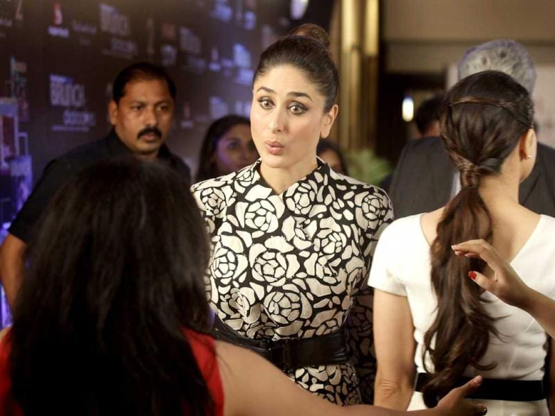 Kareena-Karisma 'at par' with each other. Monochrome seems to be the order of the day!