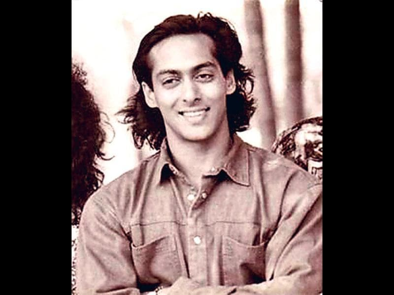 Boy next door (1988): Known to be experimental with his hair do... Salman Khan retained his long hair look for a number of films during late 80s and early 90s. Post he kissed stardom with his solo debut Maine Pyaar Kiya in 1989 followed by Baaghi, Sanam Bewafa and Pathar Ke Phool what so ever he ded became a thing to be followed by others.
