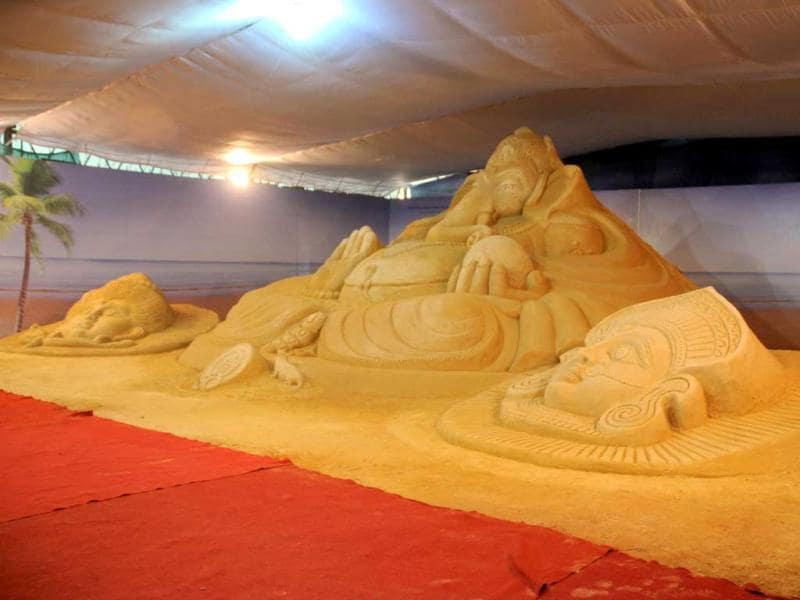 BA sand idol of Lord Ganesha on display at Bangaluru Ganesh Utsava. The 50 feet wide and 14 feet long sculpture was created by sand atrist Ranjan Ganguly of Puri, on the eve of Ganesh Chaturthi at Sri Mallikarjuna Temple Ground. UNI Photo