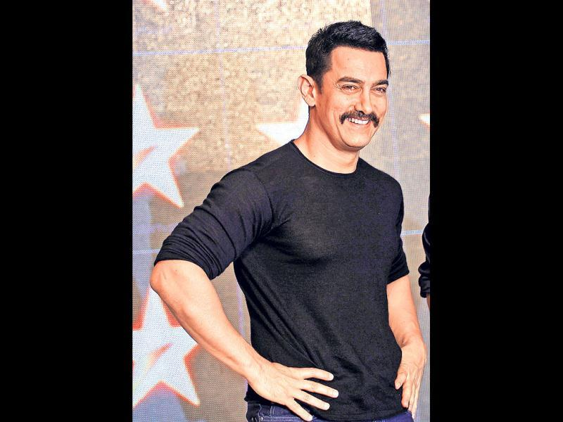 Moustached, cropped looks (2011): Aamir's handlebar moustache, which he flaunted most of last year, became quite a talking point. Style critics gave the actor a thumbs up for the sauve, chic look, complete with short, cropped hair. Aamir was sporting this look for his upcoming film - Talaash.
