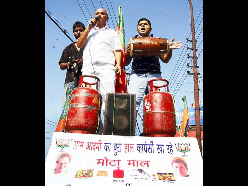 BJP activist beat drums and shout slogans during the opposition-sponsored 'Bharat bandh' to protest over FDI in multi-brand retail and increase in diesel prices, in Jammu. The bandh has been called by the NDA, Left parties and UPA supporters SP and JD(S). PTI