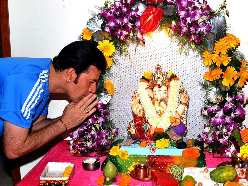 Actor Aditya Pancholi offers prayers to an idol of God Lord Ganesh during the festival of Ganesh Chaturthi in Mumbai on September 19. (AFP Photo)