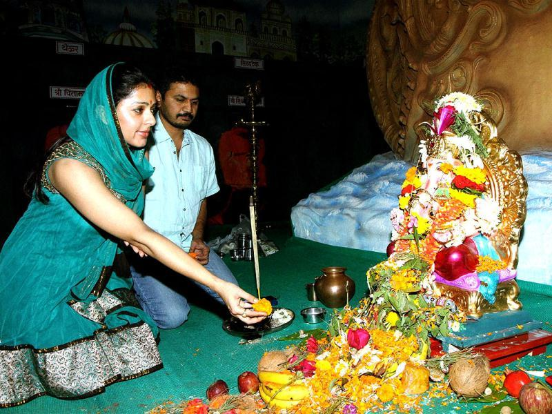 Bhumika Chawla with director E. Niwas gives offerings to Lord Ganesh in Mumbai. (PTI Photo)