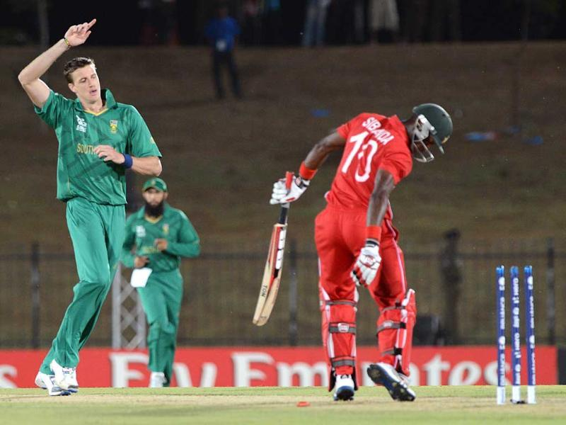 South African cricketer Morne Morkel (L) celebrates after he dismissed Zimbabwe cricketer Vusi Sibanda (R) during the ICC Twenty20 Cricket World Cup match between South Africa and Zimbabwe in Hambantota. AFP photo