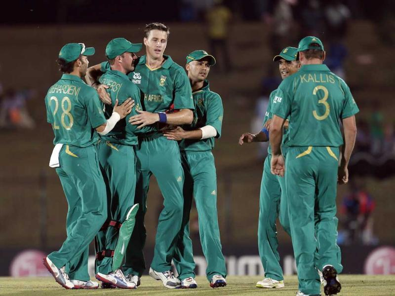 South Africa's bowler Morne Morkel, third left celebrates the dismissal of Zimbabwe's captain Brendan Taylor, unsees with his teammates, Jean-Paul Duminy, third trght and Robin Pietersen, second right during the ICC Twenty20 Cricket World Cup match between South Africa and Zimbabwe in Hambantota. AP photo