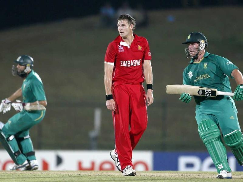 South Africa's Hashim Amla, left and Richard Levi, right run between the wickets as Zimbabwe's bowler Kyle Jarvis, center watches during their ICC Twenty20 Cricket World Cup in Hambantota. AP photo