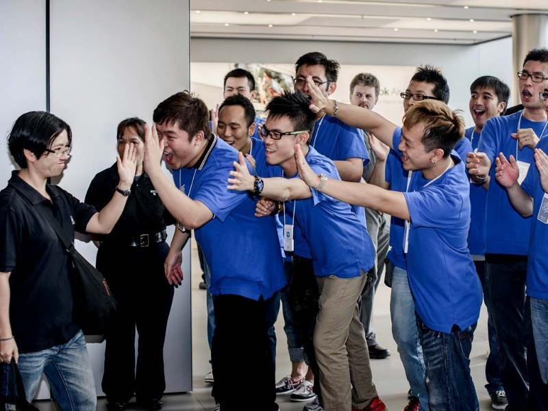 A customer is greeted by Apple employees as she enters the Hong Kong Apple store to get an iPhone 5. Apple's iPhone 5 hit stores in Hong Kong with queues of fans undeterred by a lukewarm welcome from experts for the smartphone and complaints about its new mapping system. AFP/Philippe Lopez