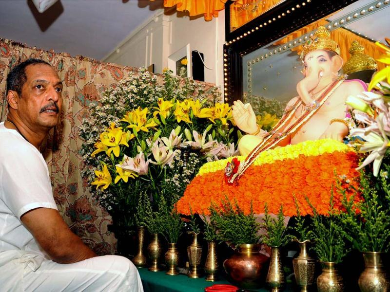 Actor Nana Patekar poses in front of Ganesh idol. (AFP Photo)