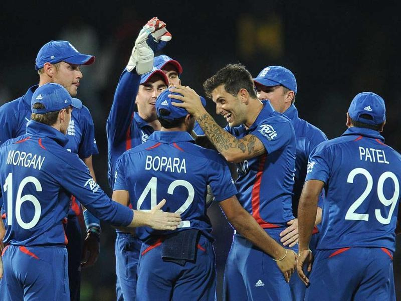 Jade Dernbach celebrates with teammates after he dismissed unseen Afghan batsman Shafiqullah Shafaq during the ICC Twenty20 Cricket World Cup match between England and Afghanistan at the R Premadasa Stadium in Colombo. AFP/Lakruwan Wanniarachchi