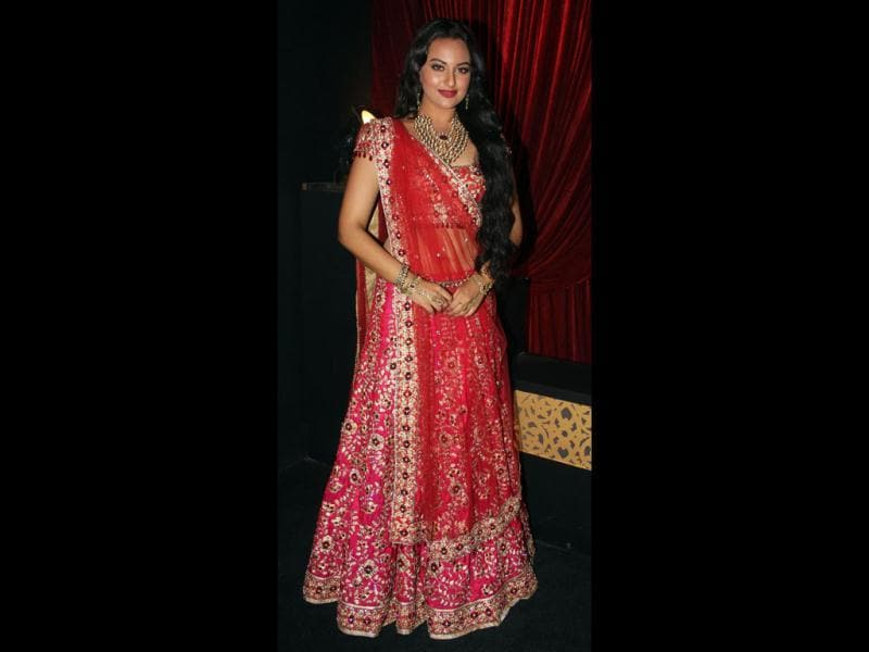 Sonakshi Sinha donned a traditional look as she walked the ramp at the Amby Valley India Bridal Fashion Week.