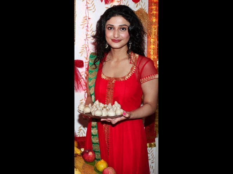 Ragini Khanna was seen in an ethnic red avatar on the occasion of Ganesh Chaturthi.