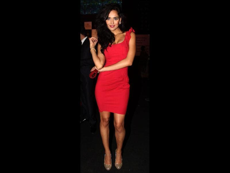 Nathalia Kaur looked sexy in a short red cocktail dress. The red clutch and shimmery shoes added to the glamour quotient.