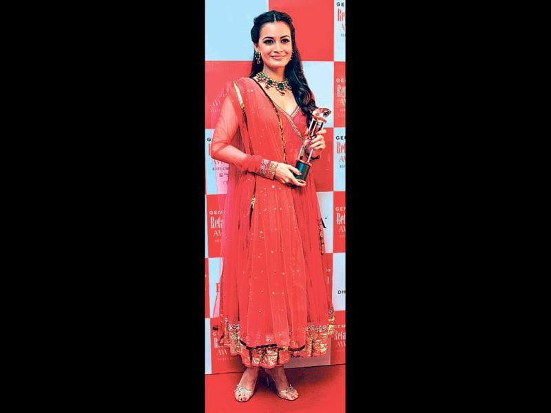 Dia Mirza recently wore a red anarkali at a retail jewellery award.