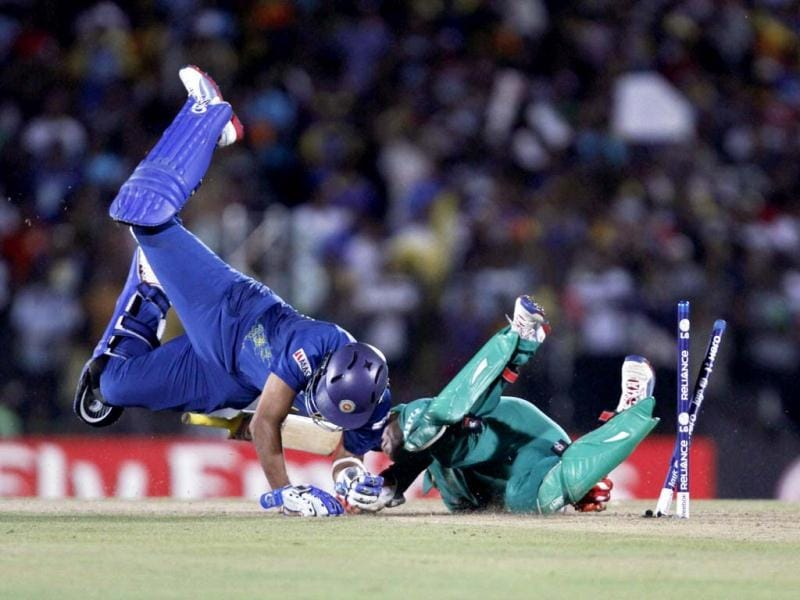Tillakaratne Dilshan collides with AB de Villiers during their Twenty20 World Cup cricket match in Hambantota. Reuters Photo