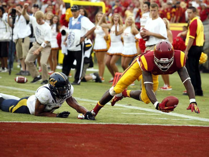 University of Southern California's Marqise Lee scores a touchdown as California's Marc Anthony attempts to defend during the fourth quarter of their NCAA football game in Los Angeles. Reuters/Lucy Nicholson