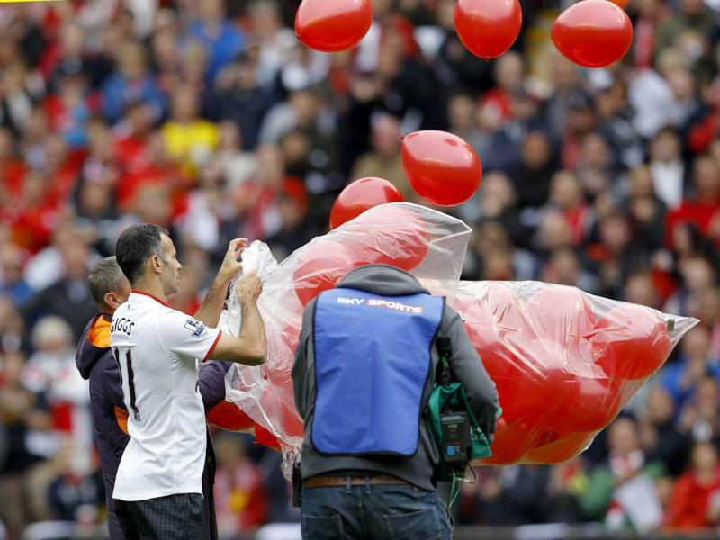 Manchester United's Ryan Giggs releases 96 balloons in memory of victims of the Hillsborough disaster before the English Premier League soccer match between at Anfield in Liverpool. Reuters Photo