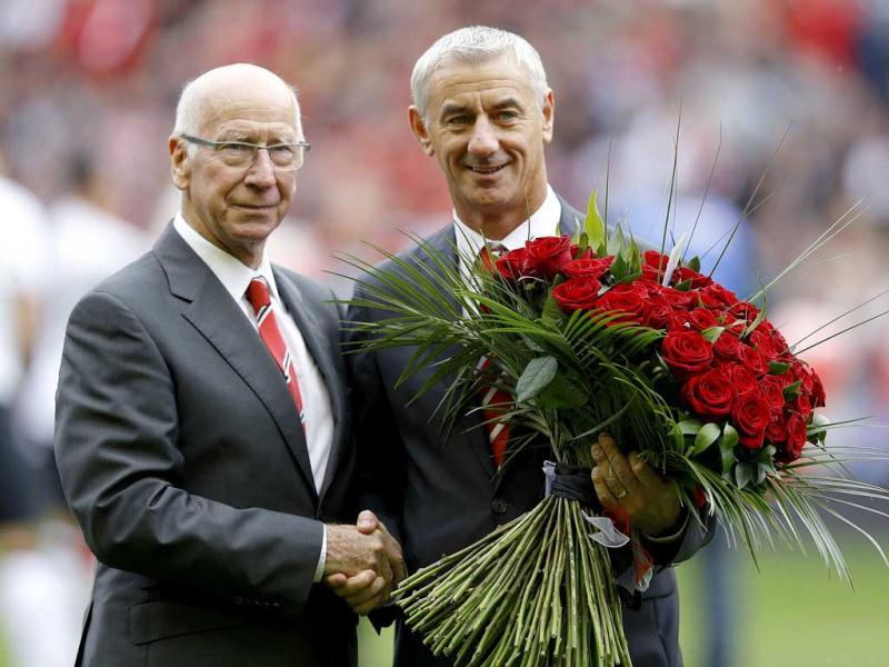 Bobby Charlton and Ian Rush pose for photographers with 96 red roses in memory of the Hillsborough disaster before the English Premier League soccer match at Anfield in Liverpool. Reuters Photo