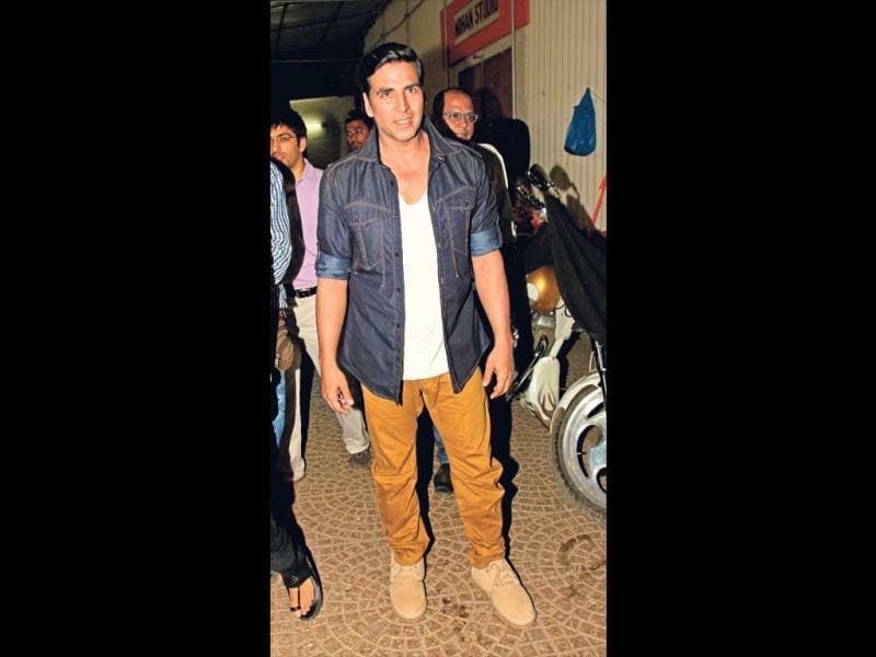 THE STYLE ICON (2012): The fact that Akki wants to be a 'man' in today's metrosexual world is reflected in his choice of clothes - cropped tees and denims. Not shying away from experimenting, he falls in the category of some of the most stylish actors in the industry.