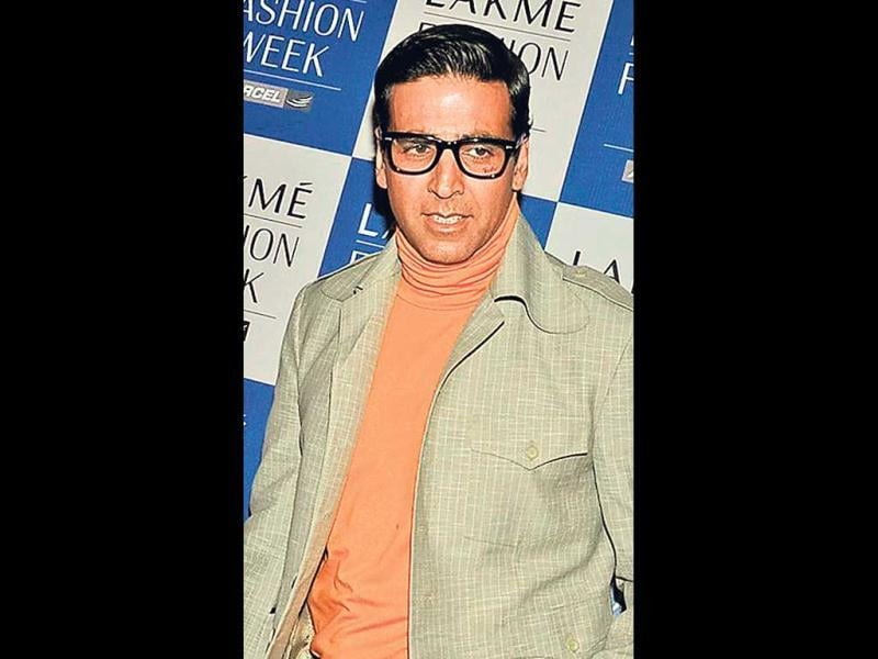 AKKI, THE GEEK (2010): For his role in Action Replayy, Akshay began wearing geek glasses and colourful clothes.