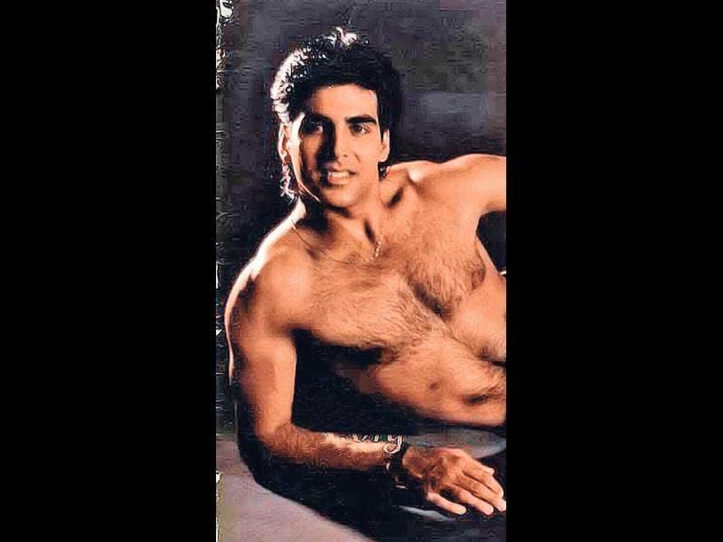MR LONG LOCKS (1991): Akshay's hairstyle in the 90s was as static as his dressing style. Long hair, loose shirts and denims defined his style for many years.