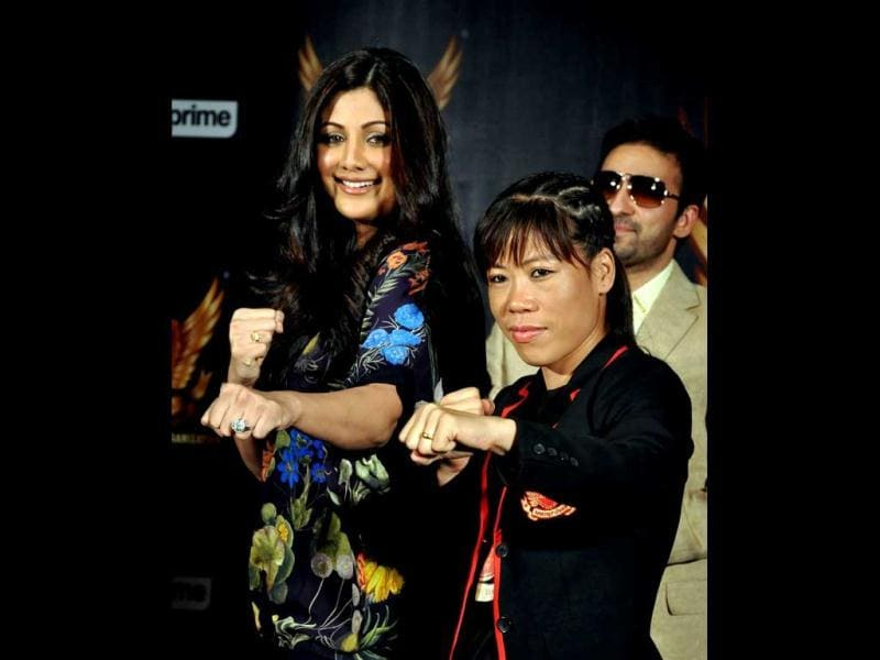 Shilpa Shetty and Mary Kom pose for the shutterbugs. (AFP)