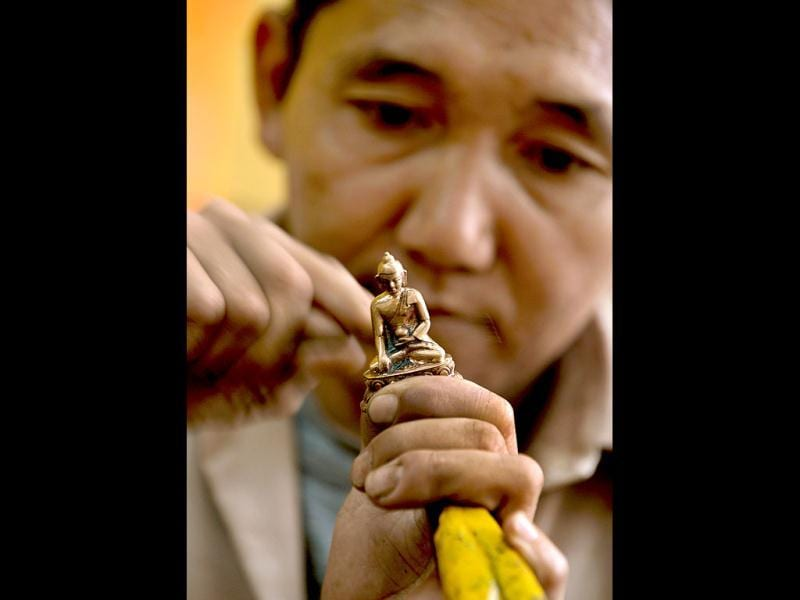 A traditional Tibetan craftsman hand sculpts a metal figurine of the Buddha at the Norbulingka's Institute near Dharamshala. The Norbulingka Institute is a centre for arts dedicated to the preservation of Tibetan art and culture. (AFP Photo)