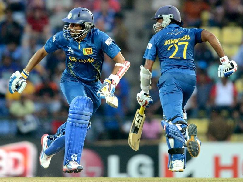 Sri Lanka cricketer Mahela Jayawardene (R) and Tillakaratne Dilshan run between the wickets during the ICC Twenty20 Cricket World Cup's Super Eight match in Pallekele. (AFP Photo/Prakash Singh)