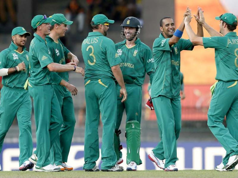 South African bowler Robin Pietersen celebrates the dismissal of Pakistan's batsman Nasir Jamshed with teammates Jean-Paul Duminy, Dale Steyn, Johan Botha, Jacques Kallis, captain AB de Villiers and Albie Morkel during their ICC Twenty20 Cricket World Cup Super Eight match in Colombo. (AP Photo/Gemunu Amarasinghe)