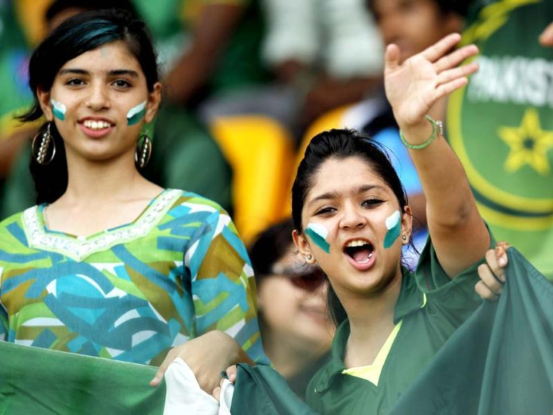 Pakistan's fans during the ICC T20 World Cup cricket match, Super Eight group between Pakistan and South Africa at R Premadasa Stadium in Colombo. HT/Ajay Aggarwal
