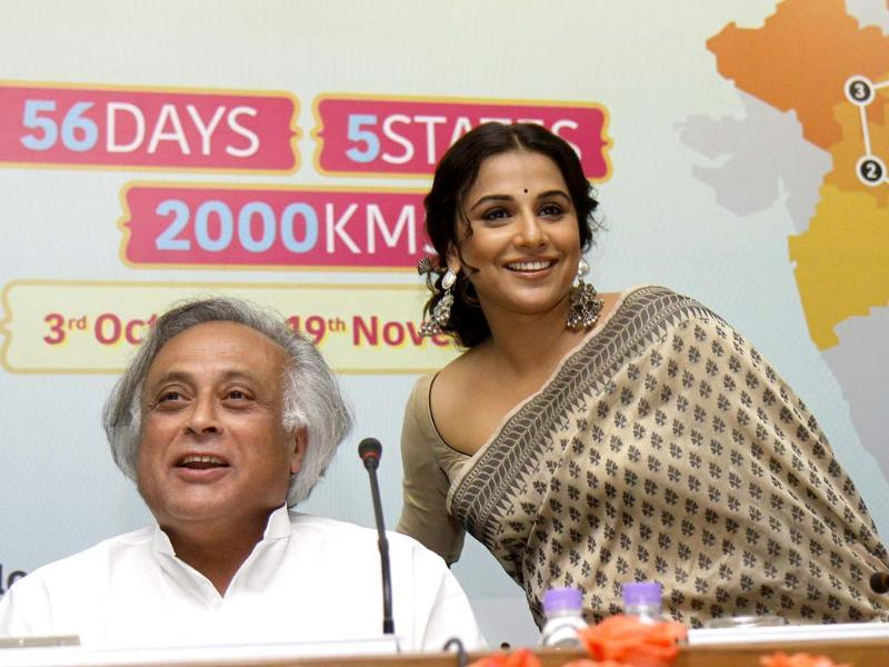 Rural development minister Jairam Ramesh and actress and sanitation ambassador Vidya Balan at the Nirmal Bharat Yatra a mega campaign to promote awareness and enact behavioral change around sanitation and hygiene at India Habitat Centre, India. HT/Sonu Mehta
