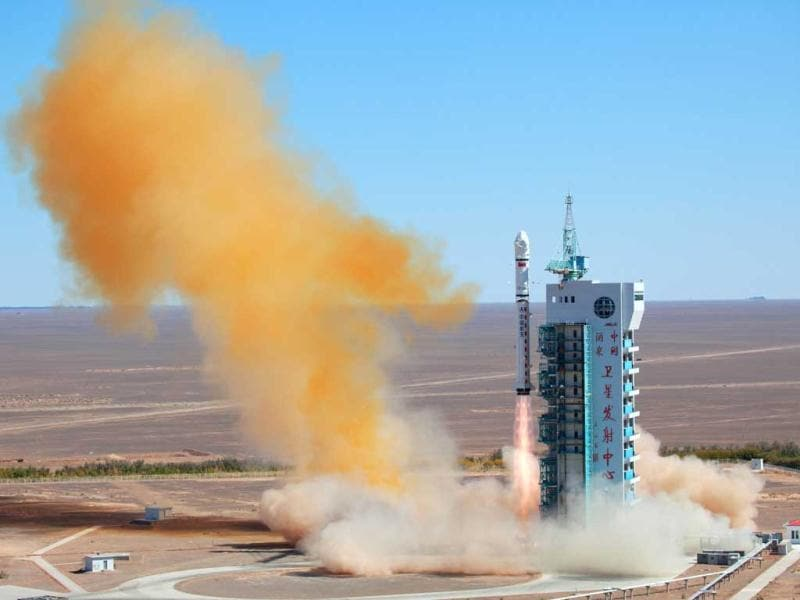 A Chinese rocket takes off with the Venezuelan earth observation satellite Miranda from the remote Gobi desert in Jiuquan, northwest China's Gansu province. The satellite is named after Venezuelan independence hero Francisco de Miranda costs $140 million. AFP Photo